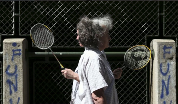 Die Verhandlung (the negotiation), Vienna 2012, HD video sequence, 5:51 min / Two women seem to communicate through their badminton rackets which they swing and turn in an unforeseen pattern like a morse code. Played in loop.